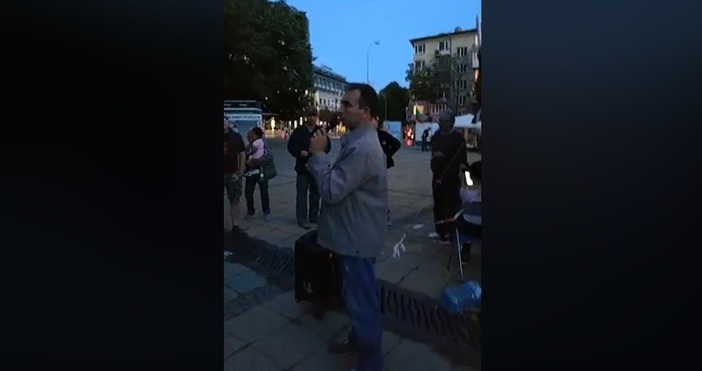 Кадър: Фейсбук, Варна СегаПоредна вечер на протест във Варна. Недоволните