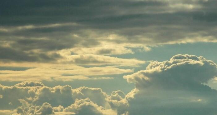 През нощта над по-голямата част от страната облачността ще е