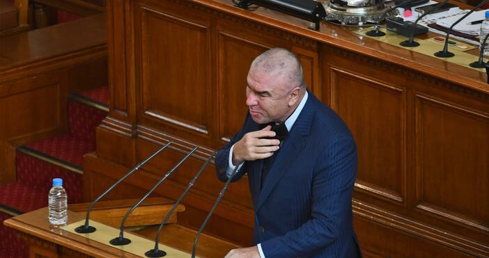 Снимка: БулфотоВъзникна спор в пленарна зала. Депутати от БСП поискаха