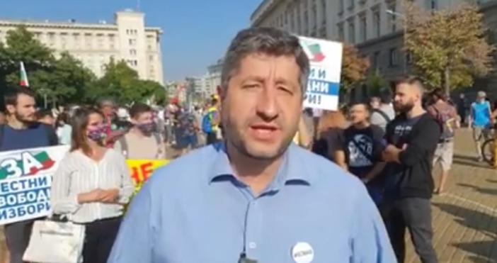 Снимка: Фейсбук, Христо ИвановС благодарност към събраните протестиращи и с