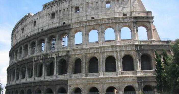 БНТ, УикипедияСлужители на службата за сигурност на Колизеума заловиха турист,
