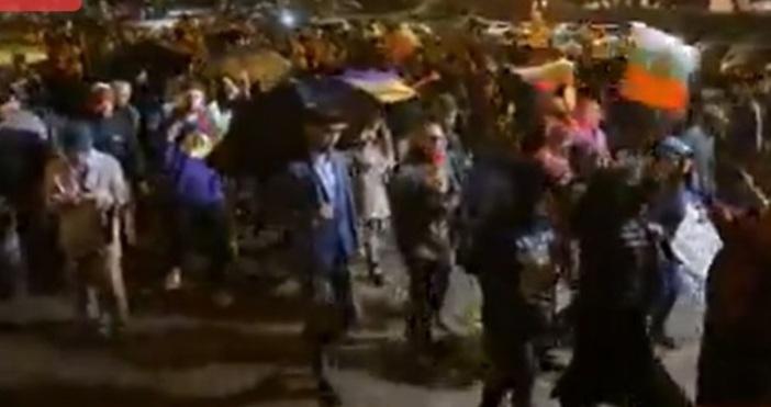 Кадър: Фейсбук: ДневникСлед като тръгнаха на шествие по улиците на
