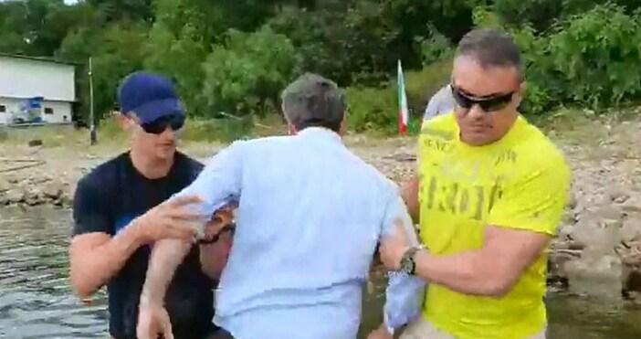Кадър: Христо Иванов, фейсбукОхранителите на НСО, които блъскаха Христо Иванов