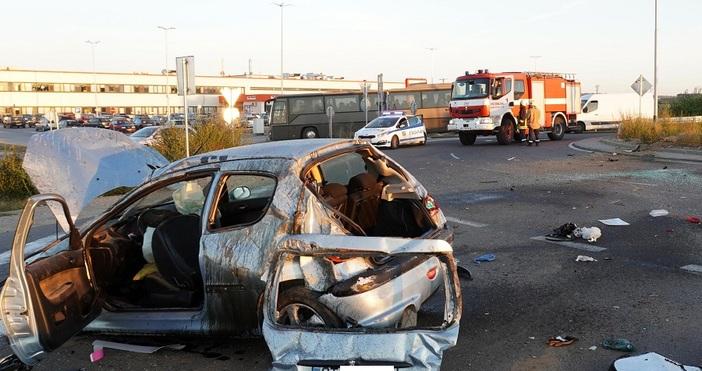 Снимки БулфотоТежък пътен инцидент е станал между Хасково и Димитровград.