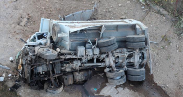 снимка БулфотоОчевидци на трагедията с падналия от Аспарухов мост камион