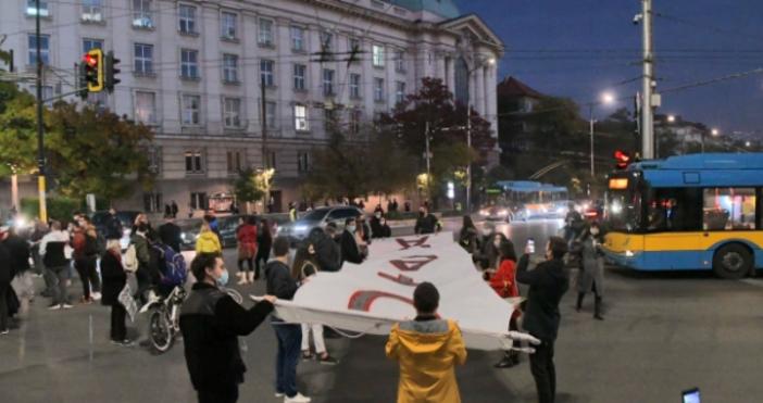 снимка БулфотоСтудентите протестират тази вечер предРектората на СУ. Те се