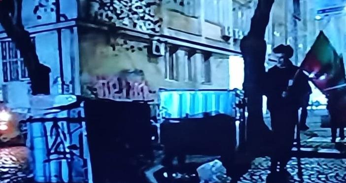 Кадър: Алфа ТВМалко след като изсипаха боклуци пред сградата на