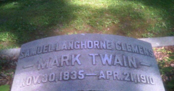 снимка:SamuelC_Grave, УикипедияМарк Твен(наанглийски:Mark Twain,/mɑrk tweɪn/), литературенпсевдонимнаСамюъл Лангхорн Клемънс(Samuel Langhorne Clemens)