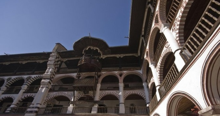 Снимка Булфото, архивПътят до Рилския манастир остава затворен, минават само