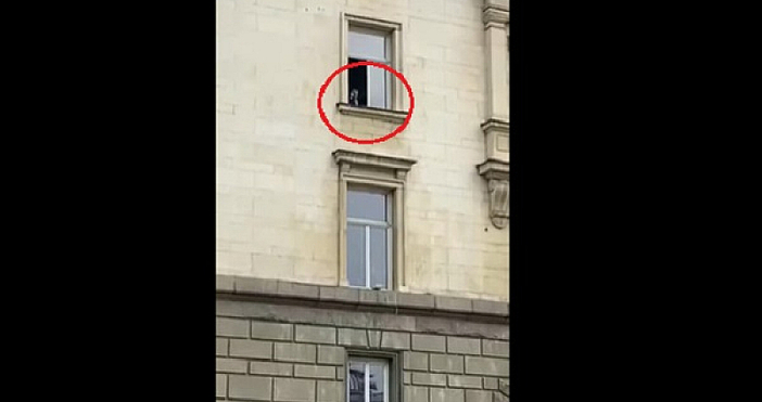Валери Симеонов бе заснет в много непристойно поведение спрямо протестиращите.