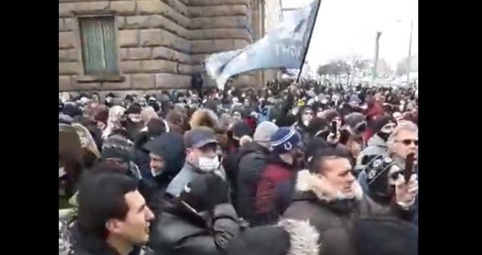 Редактор:e-mail:кадър и видео:В т.нар. Триъгълник на властта в София започна