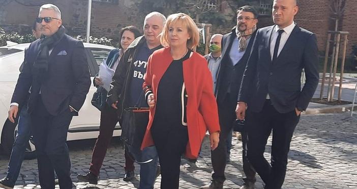 Мая Манолова, Николай Хаджигенов и Арман Бабикян са водачи на