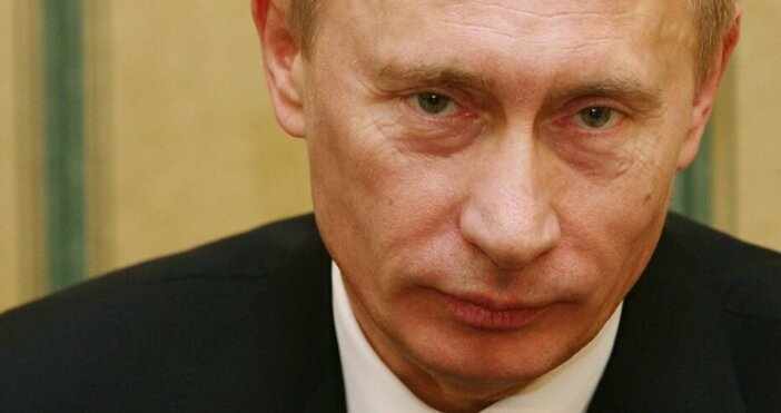 Снимка БулфотоСлед като Ангела Меркелпризова Владимир Путин да изтегли рускитевойски