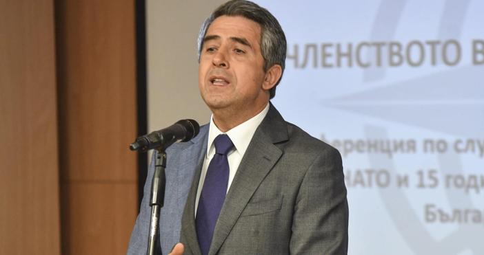 Снимка БулфотоЕдин от бившите президентина Българияхвърлибомбата. Росен Плевнелиев обяви, че