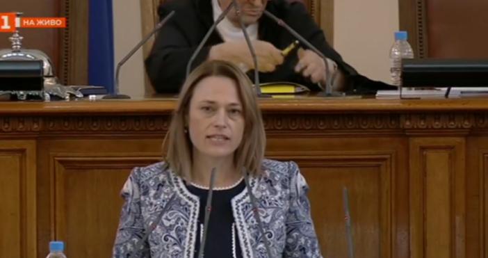 Кадър БНТНовият председател на Народното събрание направи първото си изявление.