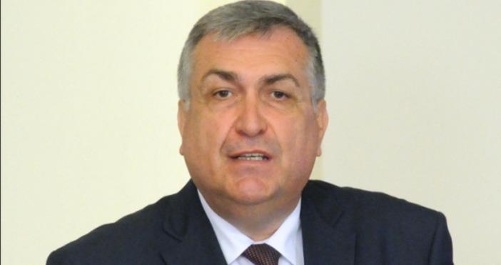 Снимка Булфото, архивПрофесорът по конституционно право и бивш служебен премиер