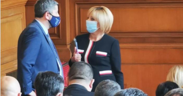 Редактор:e-mail:Снимка Фейсбук/Мая МаноловаМая Манолова изради задоволство, че депутатите са гласували