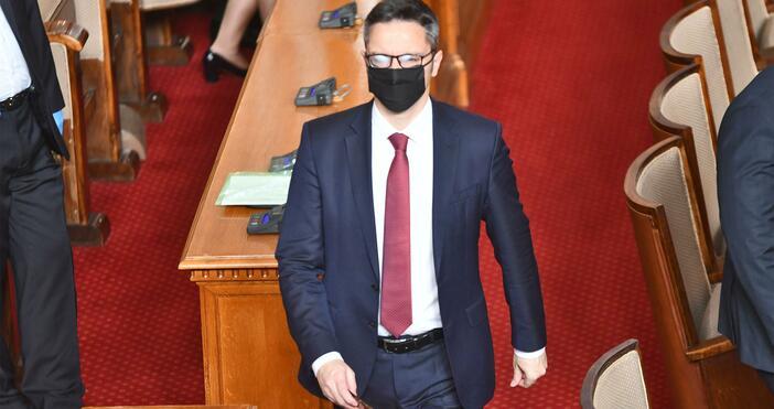 Снимка: БулфотоБСП се обяви против увеличението на депутатските заплати. Както