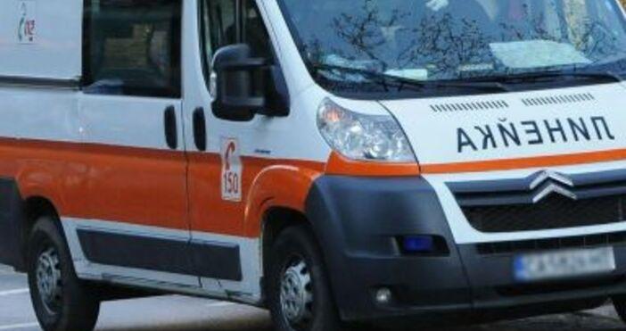 Снимка БулфотоВойната по пътищата в България взе нова жертва.Тежкотоварен автомобил