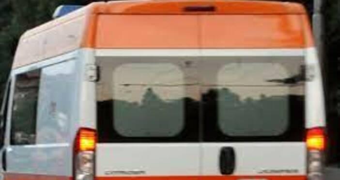Снимка БулфотоПоредни жертви на пътищата в България.Лек автомобил е самокатастрофирал