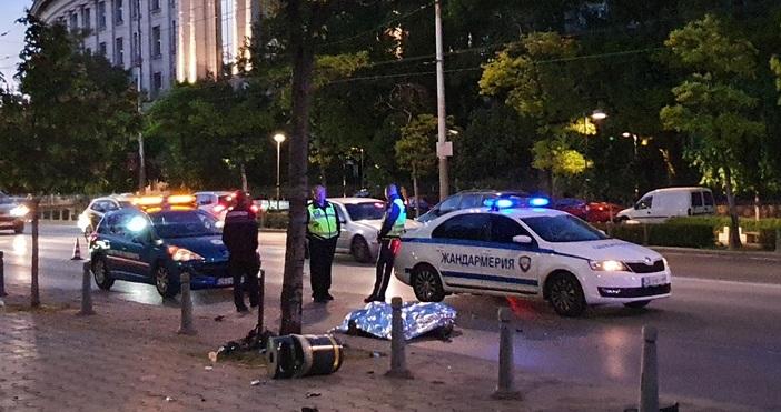 Снимки: БулфотоМотоциклетист загина в катастрофа при Софийския университет, съобщава Булфото.Инцидентът