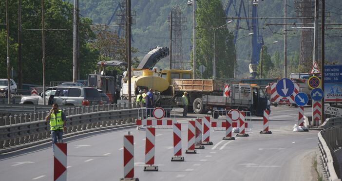 Снимка: Булфото,архивПореден ремонт на проблемната дилатационнафуга Аспаруховия мост днес. Движението