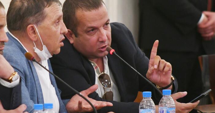 Снимка: Булфото, архивПреди минути бизнесменът Светослав Илчовски пристигна с адвокат