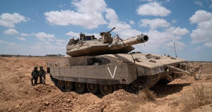 Кадър Israel Defense ForcesИзраелският министър на отбраната Бени Ганц пък