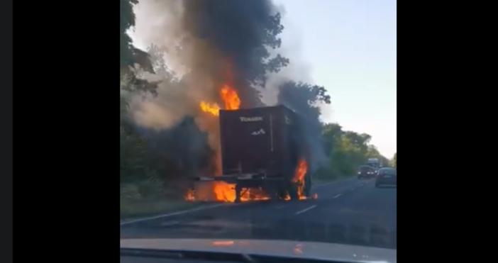 кадър: Боби Борисов,Виждам те КАТ - ВАРНАКамион се е запалил