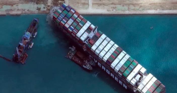 Снимка: Suez Canal AuthorityТойблокира трафика през Суецкия канал през март.Египетските