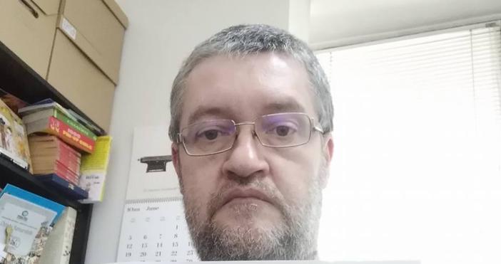 Снимка Фейсбук/Христо КомарницкиКарикатуристът и аниматор Христо Комарницки захапабившияпремиер на България.