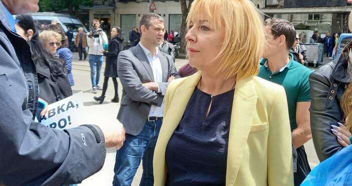 Снимка: Фейсбук/Мая МаноловаОпитът да бъде сплашен служебният вътрешен министър Бойко