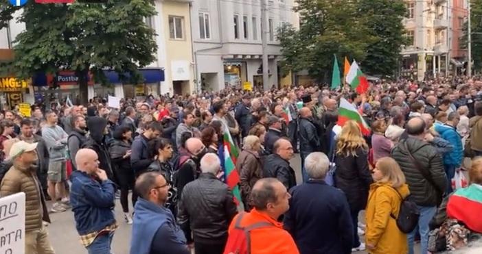 Кадър: Фейсбук, правосъдие за всекиВ този момент стотици протестиращи се
