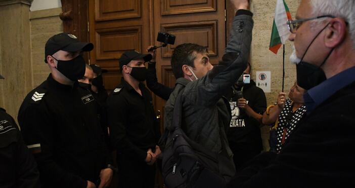 Снимка: БулфотоПродължава протестът в Съдебната палата, който е с искане