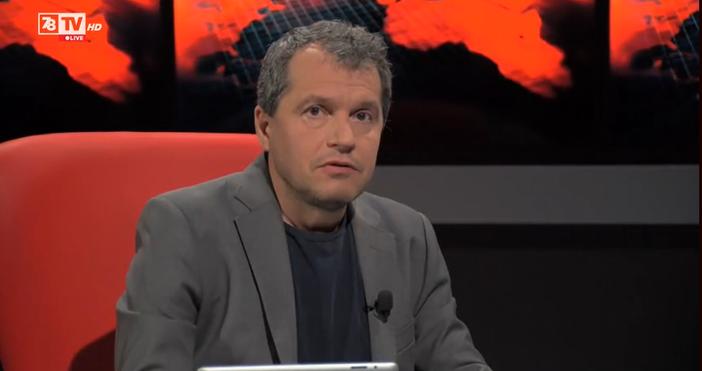Кадър Телевизия 7/8Дясната ръка на Слави Трифонов коментира работата на
