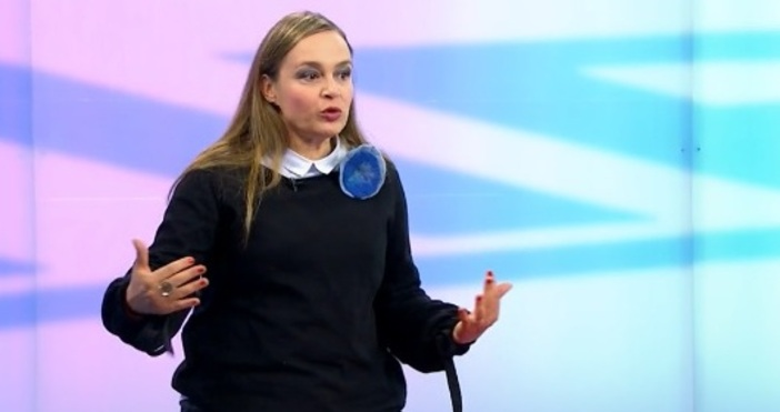 кадър Нова телевизияРедактор:Актрисата и телевизионен водещ Искра Ангелова обвини Слави
