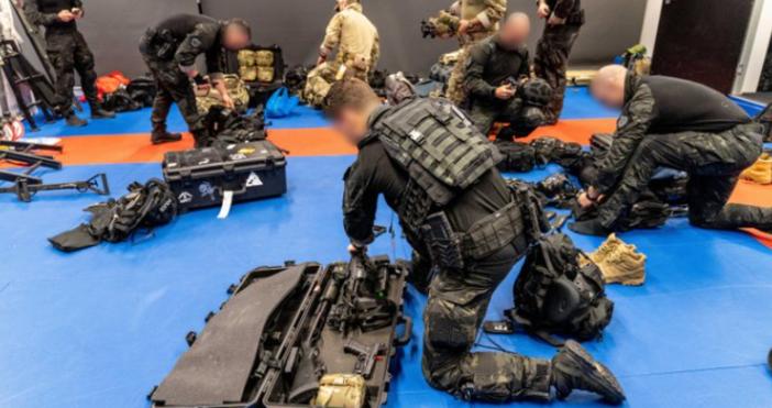 Редактор:e-mail:Снимка Австрийска федерална полицияФБР и австралийската полиция в продължение на