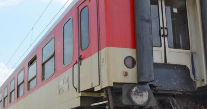 Снимка Булфото, архивБързият влак по линията София - Бургас, който