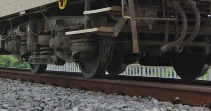 БулфотоНеприятен инцидент за стотици пътници в БДЖВлакът Бургас-София е аварирал