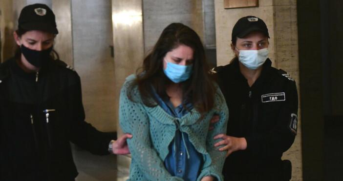 Снимка: БулфотоМайката, обвинена в убийството на двете си деца, остава