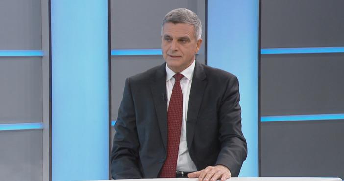 Кадър: БНТСлужебният премиер Стефан Янев коментира в предаването