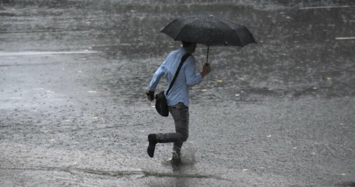 Снимка: Булфото, архивСилни валежи и гръмотевици се очакват до края