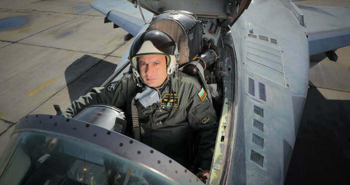 снимка ВМСОще част и от самолета на майор Терзиев бяха