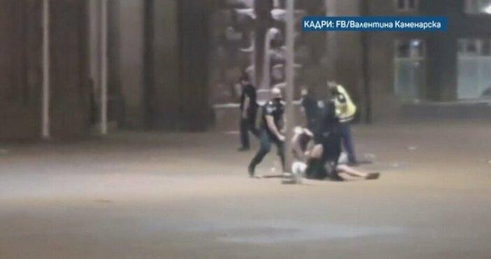 Снимка: Фейсбук, Валентина КаменарскаБлизо година след ареста и бруталния полицейски