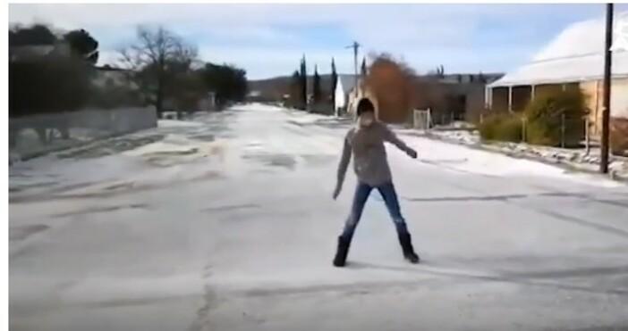 кадър:Bulgaria ON AIR. Измерени са необичайните минус 9 градусаНа фона