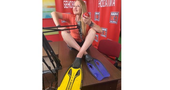Илияна Беновска, ФБЖурналистката Илияна Беновска се снима с ябълка, която