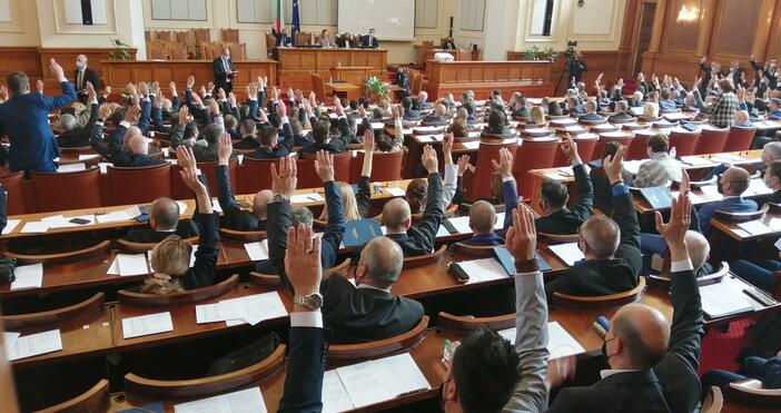 Снимка: Булфото, архивЗаседанието на парламента днес започна с едноминутно мълчание