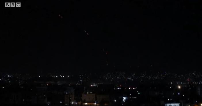Кадър: Youtube, BBCИ последният американски самолет отлетя от Афганистан малко