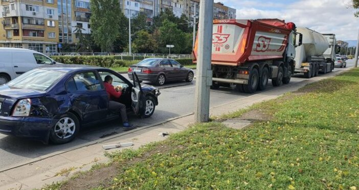 Кадър:България он ЕърВерижна катастрофа е станала в столицата.Катастрофа в столицата
