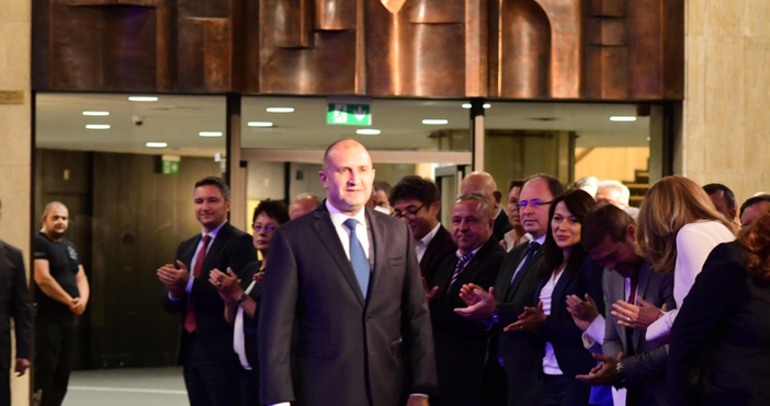 Снимка БулфотоДържавният глава на България вече официалносекандидатира за втори мандат.Инициативен